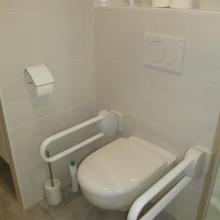 WC suspendu avec Barres